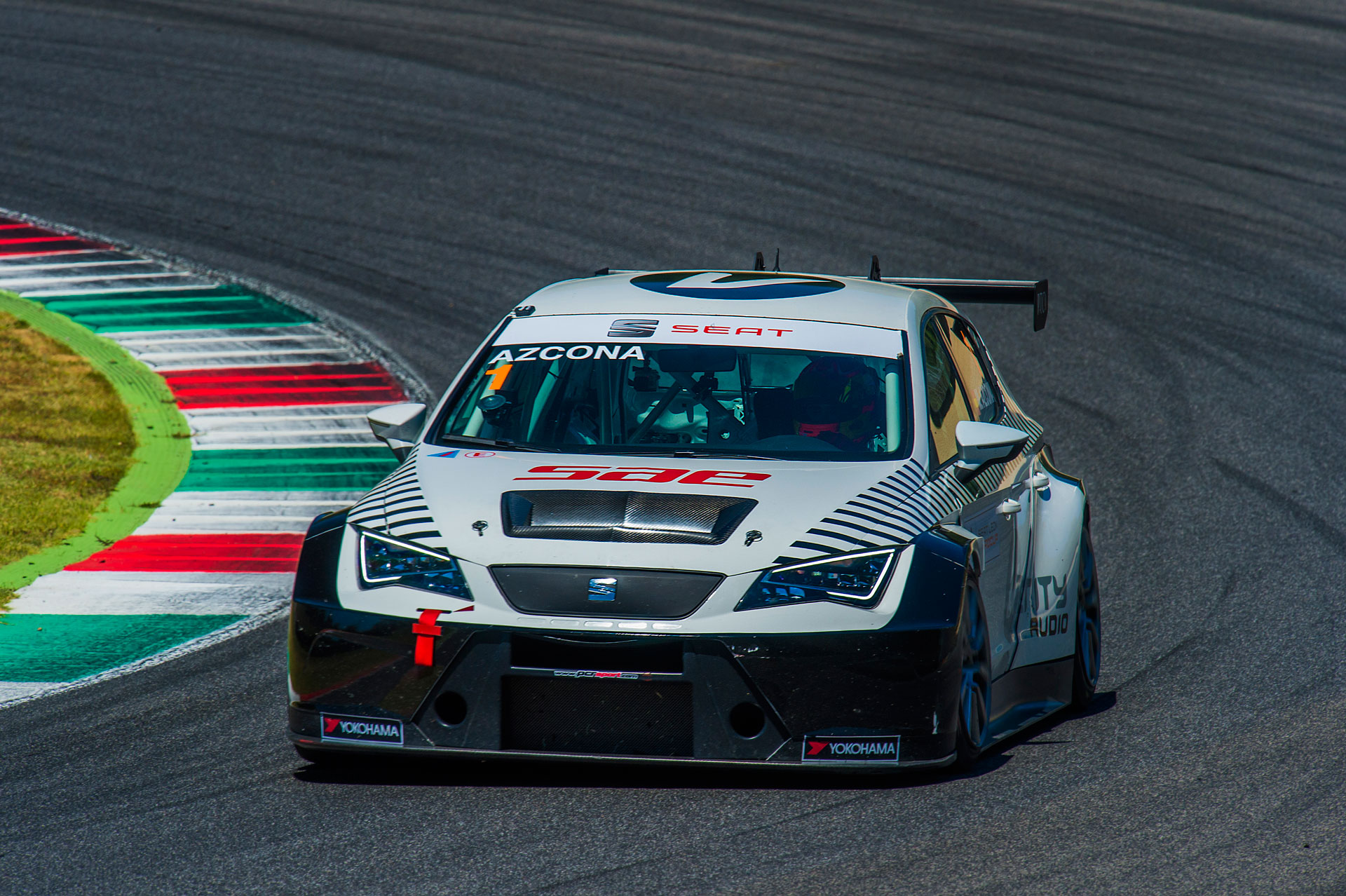 Mikel Azcona rediscovers again with the victory in Mugello